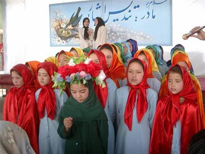 Niñas hazaras en la escuela, Kabul