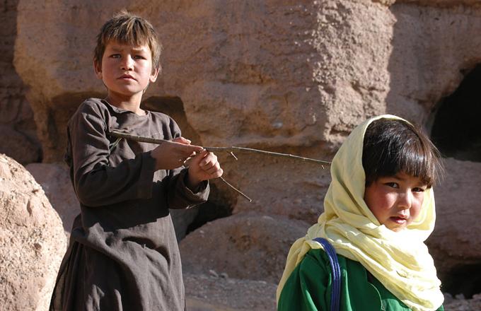 Bakhtay es secuestrada por querer ir a la escuela y llevar un pintalabios