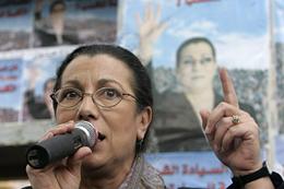 La activista Louisa Hanoune durante un mítin